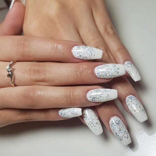 Uñas Blancas Elegantes