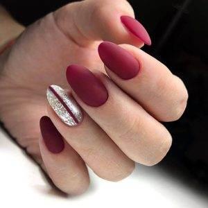 Diseño de Uñas en Rojo