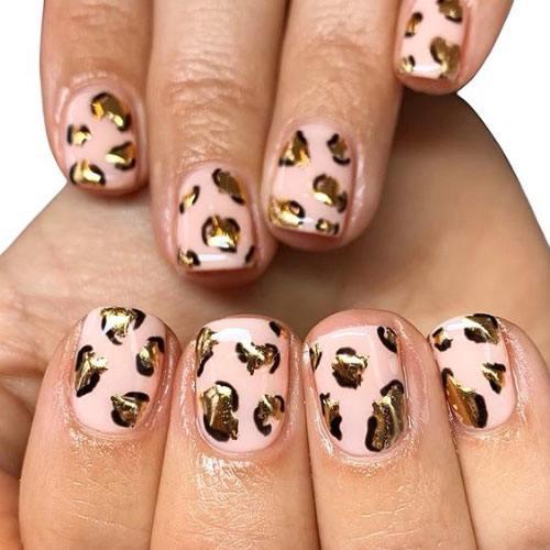 Leopardo, papel de aluminio y rosa